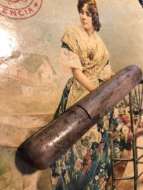 Naaldenkoker | Houten (eiken) (stop-) naaldenkoker mooi doorleefd en noestig- 1850-1899