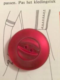 Knopen | Rood - 30 mm  reliëf met twee gaatjes (twee stuks)| vintage jaren '60