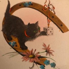 1931 | Spelende zwarte kat met dobbelsteen en hoefijzer | Bon Année in relief sticker