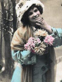 Frankrijk | Nieuwjaar | Carte Postale - Bonne Année 'Meisje met bontmutsje en bosje bloemen in kerstsfeer