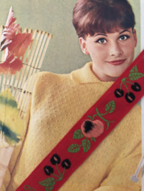 VERKOCHT | Band | Rood | Vintage folklore band met appeltjes en kersjes (2.5 cm) - 100% katoen