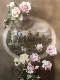 Antieke briefkaart met rozen en een trein - 1916