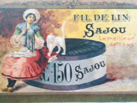 "Briefkaart | Maison Sajou ""bordurende vrouw uit Normandië"" 