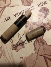 Naaldenkoker | Houten (eiken licht - ruw) (stop-)naaldenkoker met zwarte rand - 1900-1915