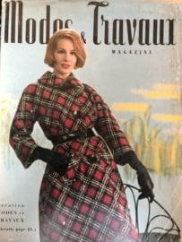 VERKOCHT | 1961 | Modes et travaux  Février 1961 - 43e Année N° 722 - met Nederlands werkblad en blad met borduurpatronen