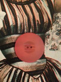Knopen | Rood - 30 mm met reliëf  twee gaatjes | vintage jaren  50