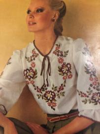 BURDA | Bloemen | Borduurpatroon voor blouse met folklore bloemen  - ABPLATTMUSTER 745/003
