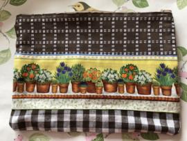 Etui - met zijvakje voor een schriftje of papiertjes 'potje met plantjes' (24 x 18 cm)