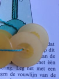 Knopen | Geel | 20 mm 2 gaatjes mat -blouseknopen met relief