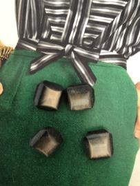 Knopen | Zwart | 15 mm Pecam vier stuks zwarte knopen met oogje met lichte beige/zilver gloed | jaren '50