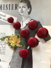 Knopen | Rood - 10-30 mm zeven warmrode knopen met oogje uit de  jaren '60