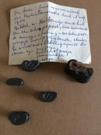 Speelgoed | 1880 | Bikkels van tin antiek met origineel sprongbeen (vier stuks) | ca. eind 1800 | begin 1900