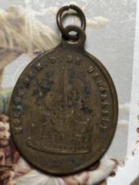 België | Religie | Antieke kleine medaille hanger met kerk Dadizele & Madonna