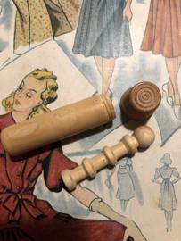 Naaldenkoker | Hout | Houten (grenen - glad) naainecessaire - compendium - 1920-1940 - 7 cm