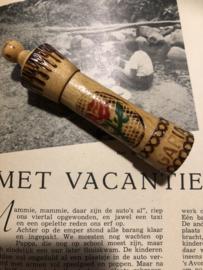 Naaldenkoker | Hout | Houten (grenen - gelakt) naaldenkoker met rood roosje - Bulgaria   - 1950-1970