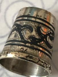 Antiek zilveren vingerhoedje ca. 1880-1900 met zodiac tekens in de rand | Iran