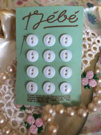 Jébe | Wit | 10 mm knopenkaart met 12 kleine witte baby knoopjes met 2 gaatjes | jaren '50