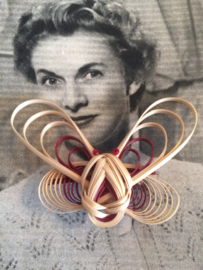 Vintage | filigrain broche raffia | 4 x 6,5 cm |  jaren '60