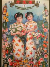 China | Vrolijke kaart meisjes reclame voor drankje met bloemen