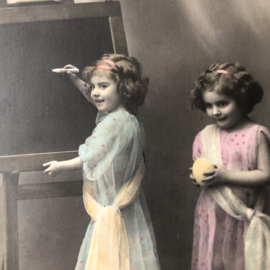 Frankrijk | Pasen | 'Hereuses Paques' Fauvette 1607 - Vrolijke meisjes bij schoolbord, keukens en eieren (22-3-1913)
