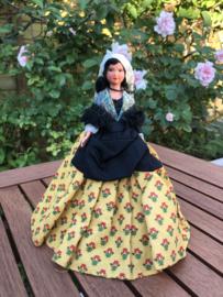 Frankrijk | Poppen | Klederdracht | Prachtige provinciaalse jurk en gouden kruisje om haar nek ' Suzette'