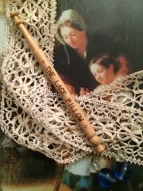 Succes to the Lace Pillow Houten kantklosje  | Blauw en Transparant