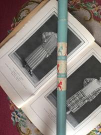 Breien | Vintage breinaaldenkoker 3Suisses met gratis vintage breinaalden met rode knopjes | jaren '50