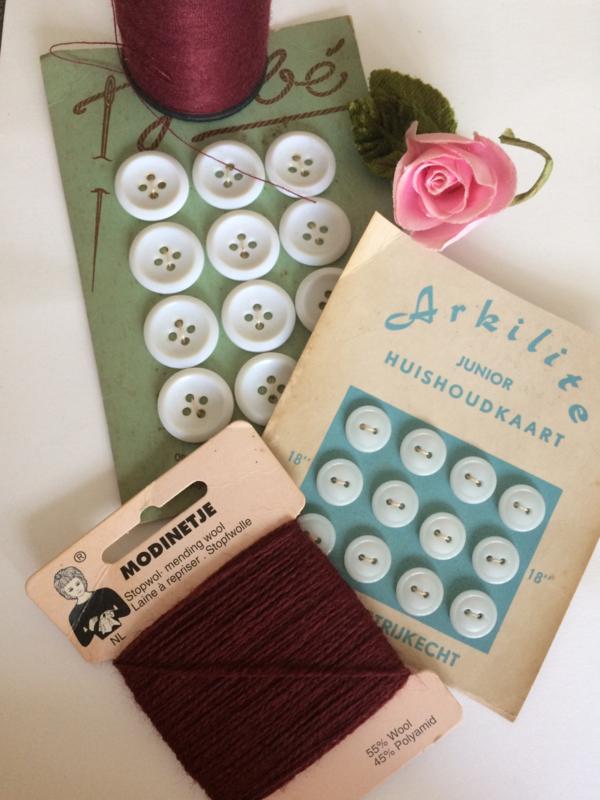 Bruin kaartje stopwol Meding wool | Laine à Repriser | Stofpwolle | Modinetje