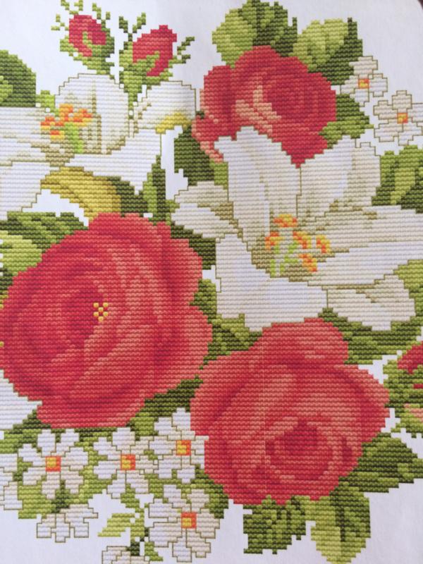 Borduurpakket romantische Rozen en Lelies | kruissteek | organisch katoen | 31 x 31 cm