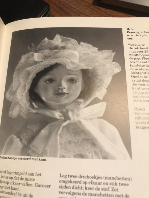 Boeken   Poppen   Naaien   Poppen- en poppenkleding   Poppen in historisch kostuum
