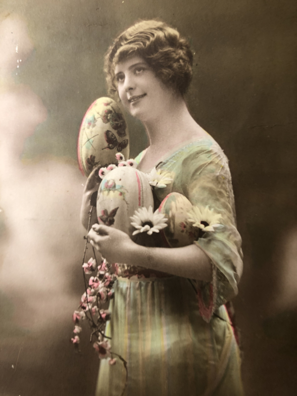 Briefkaarten | Pasen | 'Paques Fleuries' DIX 402/2: mooie jonge vrouw met eieren en gedicht  (ca. 1900-1910)