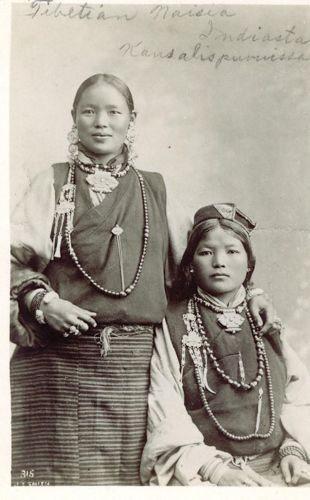Blog   Tibetaanse chatelaines : 'chab, chab' naaigerei en verzorgingsset - 20 mei 2020