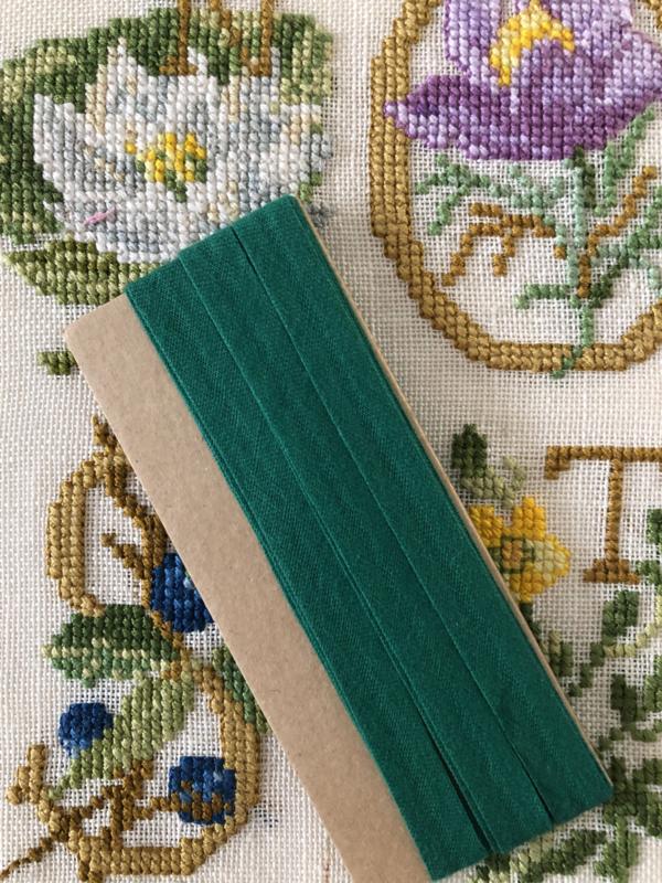 Band | Groen | Biaisband | Donkergroen | 1 cm | 100% katoen | merkloos - kleurecht - wasbaar tot 95 ℃ - restant