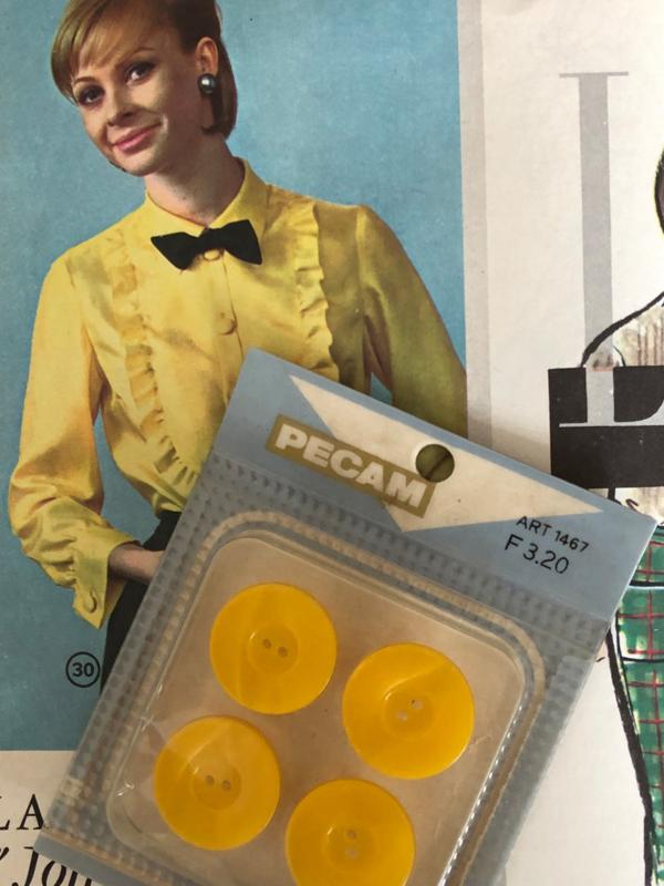 Knopen | Geel | 20 mm - doosje knopenkaartje Pecam | jaren '60