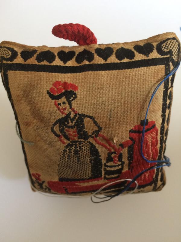 Duitsland | Lief antiek speldenkussentje | Gobelin | eind 19de eeuw/begin 20ste eeuw