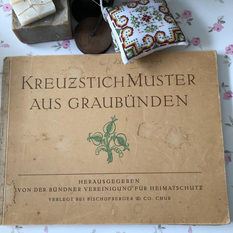 1946 | Kruissteken | KreuzstichMuster Aus Graubunden - Bischofberger & Co. | Kruissteekpatronen uit Graubunden