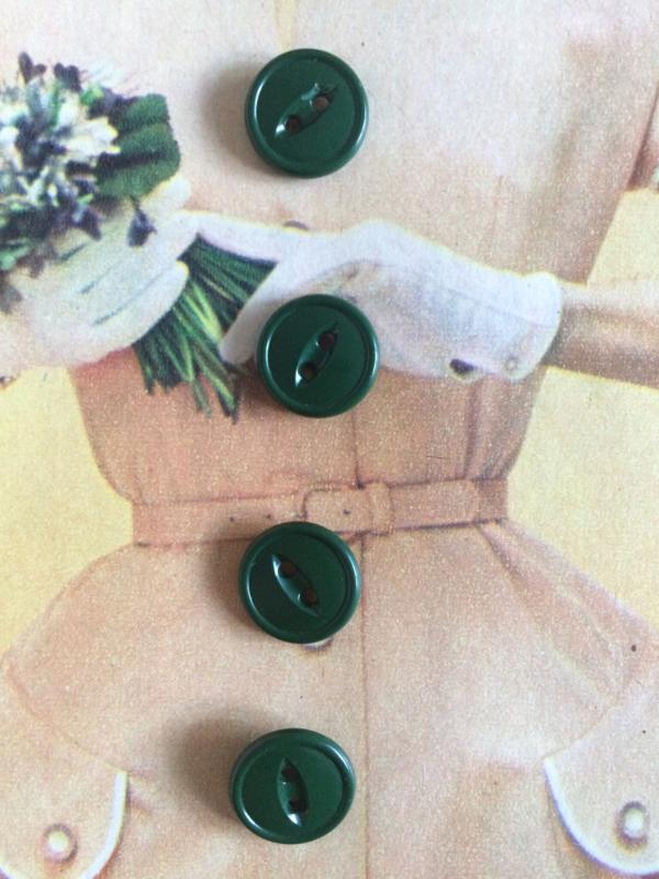 Knopen   Espolite   Groen   12 mm zakje met 12 vintage donkergroene plastic knoopjes   jaren '50