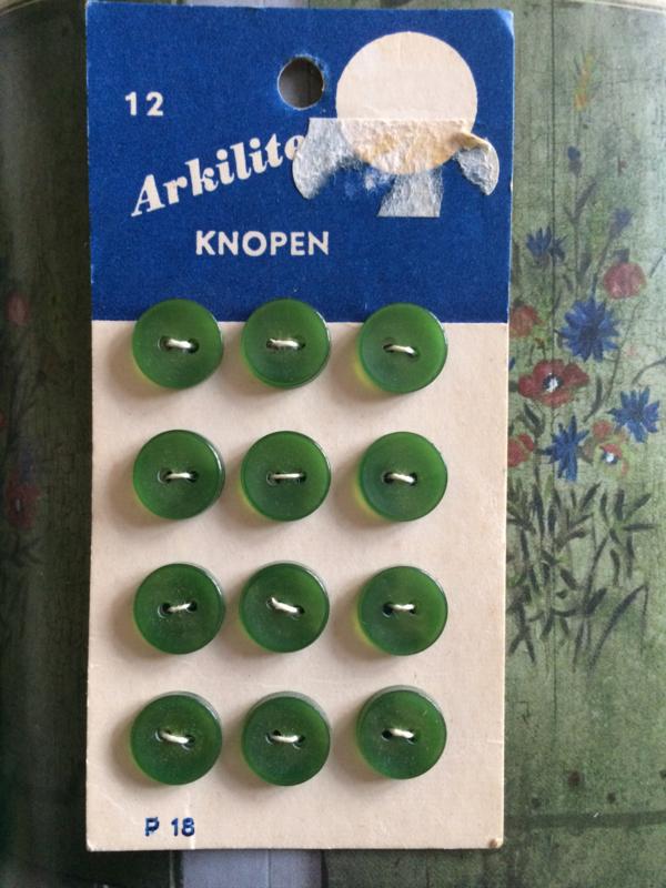 Knopen   Arkilite   Zachtgroen   knopenkaart    12 groene knoopjes   twee gaatjes 10  mm   Vintage jaren '60