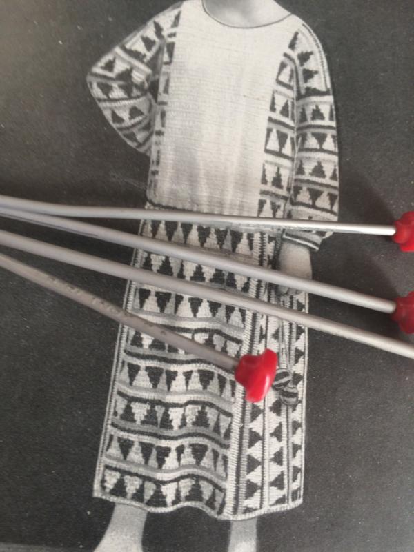 Breien   Vintage breinaaldenkoker 3Suisses met gratis vintage breinaalden met rode knopjes   jaren '50