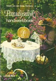 1977 | Handwerken | Boeken | Paradijselijk handwerkboek - Marie van den Berk-Mertens Filet haakwerk, kantklossen en kruissteek