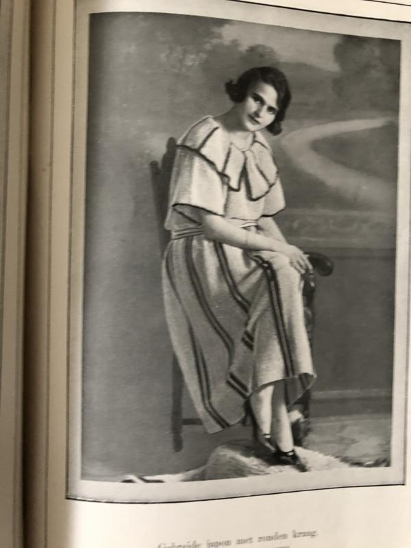 Boeken | Handwerken | 1920 - Beyer's Handwerkboeken Serie H N° 63 - Nieuwe Gehaakte en gebreide kleeding - Otto Beyer met 34 afbeeldingen en een bijvoegsel met knippatronen