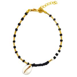 Enkelbandje goudkleurige, zwart en witte kraaltjes met schelpje