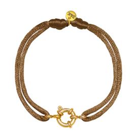 Armbandje met goudkleurig slotje en bruin satijnen bandje