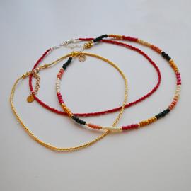 Ketting kralen rood, roze, geel, beige en groen