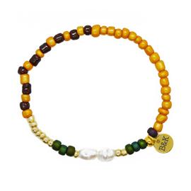 Armbandje met parels en goudkleurige, okergeel, bruine en groene kraaltjes