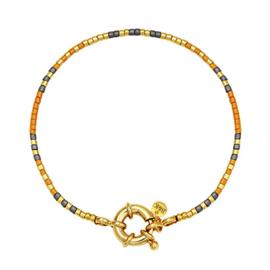 Armbandje met goudkleurig slotje, bruin, grijs en goudkleurige kraaltjes