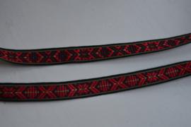 Traditioneel folkloreband, zwart rood.   Prijs per meter