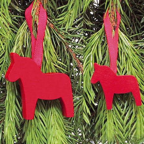 Houten hangers, Dalapaard rood
