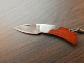 Zakmes aan sleutelhanger, hout en roestvrij staal