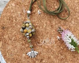Bumble Bee bloembal ketting